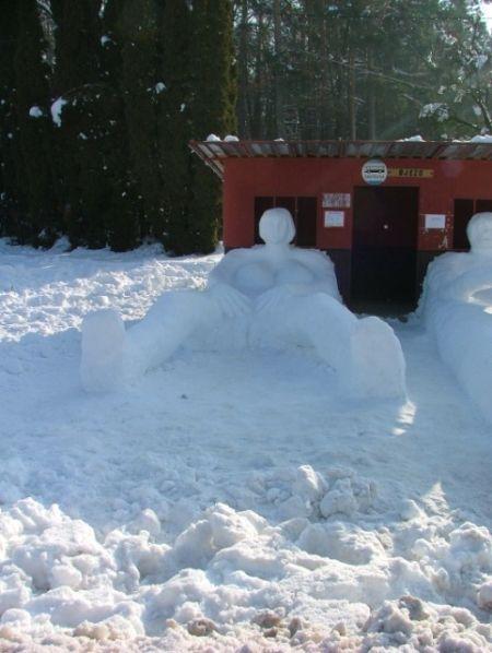 Снеговики по-взрослому (6 фото)