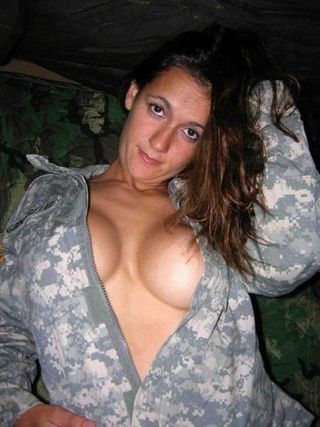 Девушки в униформе (22 фото)