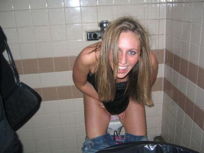 раз фото бабы в мужском туалете была жизни ведомой