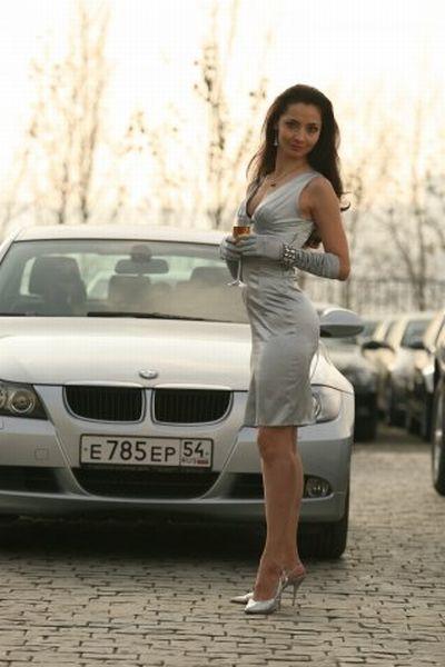 Девушки и автомобили (29 фото)