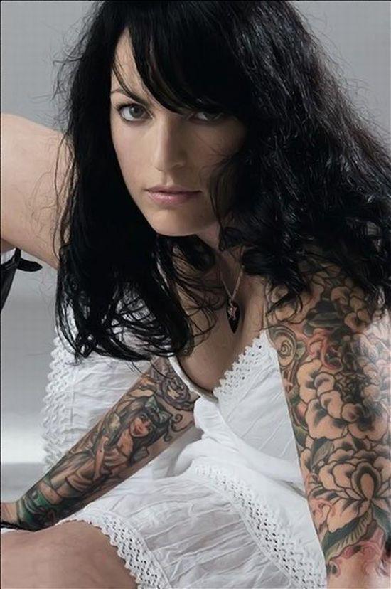 Девушки с татуировками 34 фото