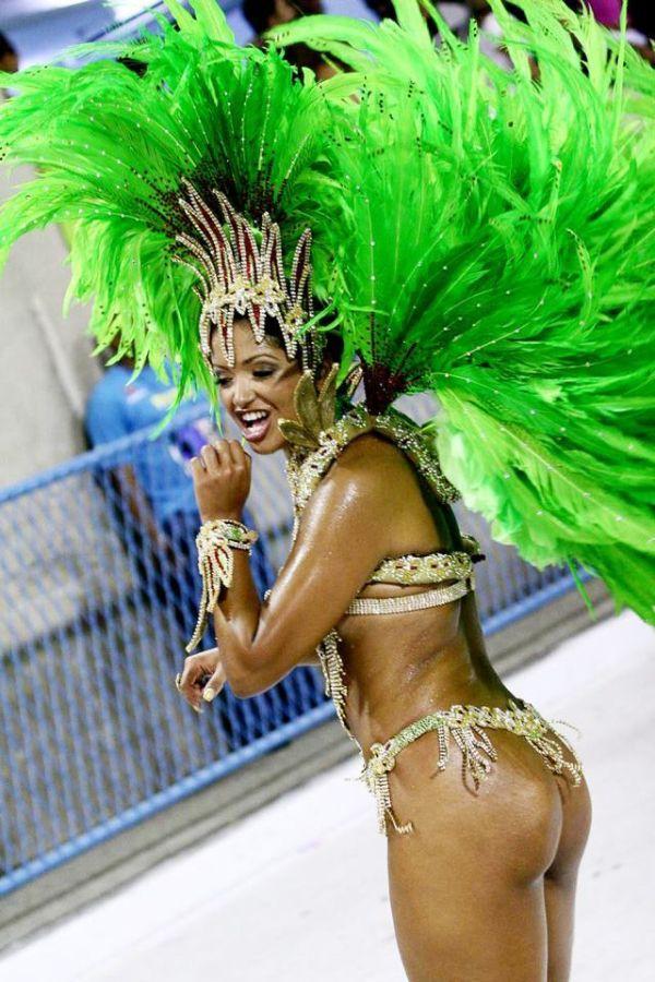 Женщина ебля в карнавальных костюмах бразилии онлайн гимнастки вертлявая