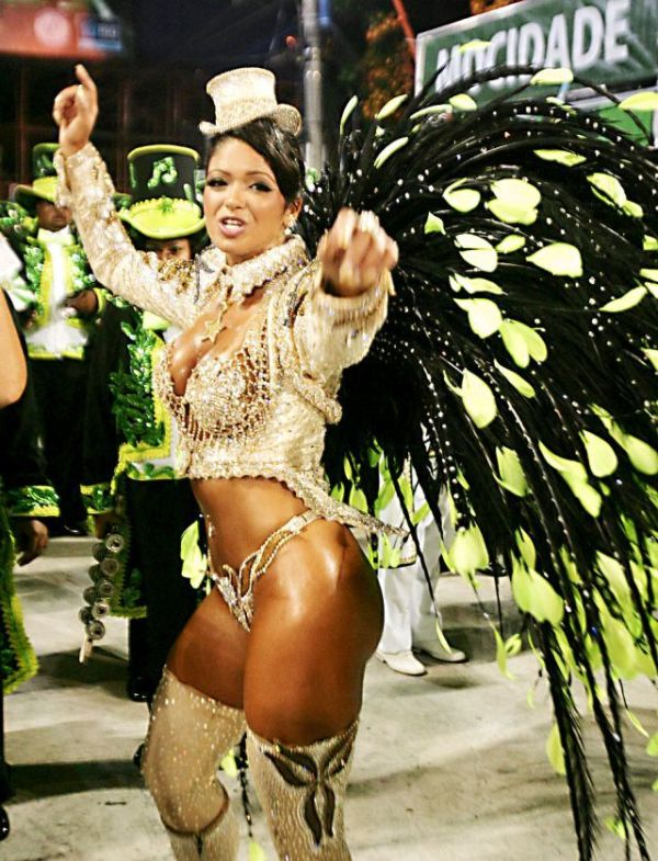 golie-v-brazilii-karnaval-video-prikol-analniy-strapon-na-trusikah