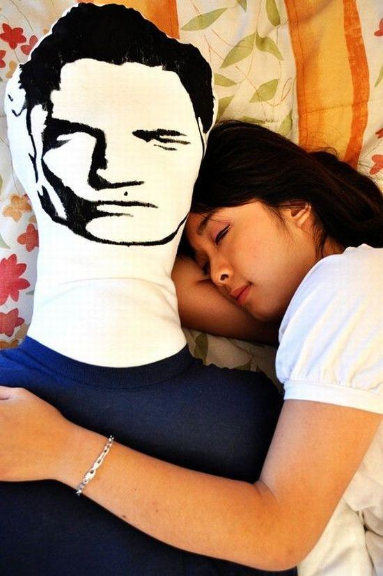 Забавная подушка (5 фото)