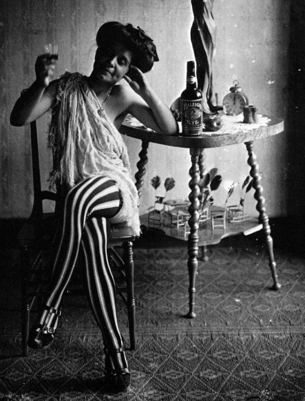 Проститутки века фото проститутка изнасиловала