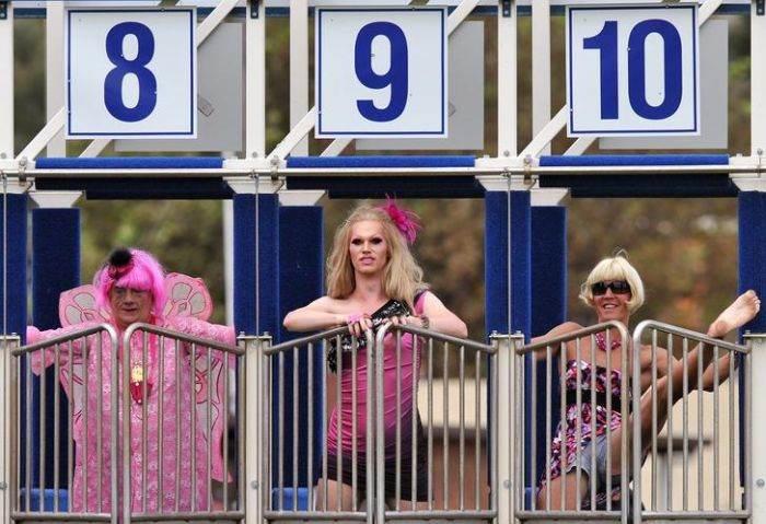 Бега трансвеститов (7 фото)