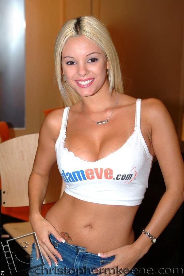 AVN) - самая престижная в мире выставка достижений пopнo-индустрии…