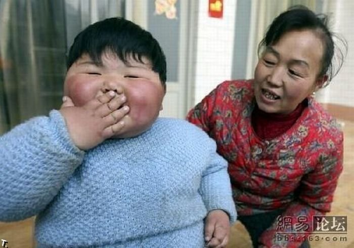 Девочка-гигант из Китая (4 фото)