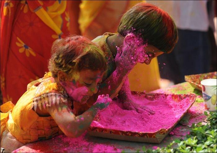 Индийский фестиваль красок Холи (28 фото)