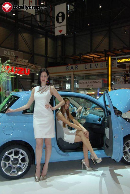 Девушки на автовыставке в Женеве (110 фото)