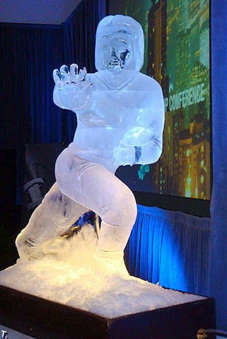 Потрясающие скульптуры из льда (20 фото)