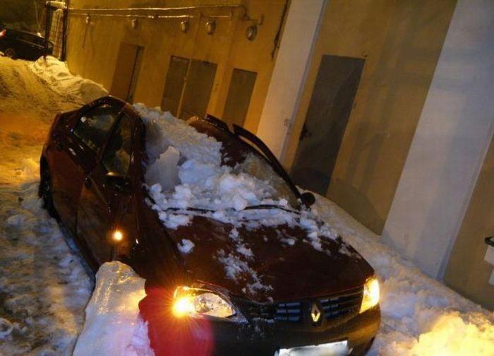 Машины, убитые снегом (18 фото)