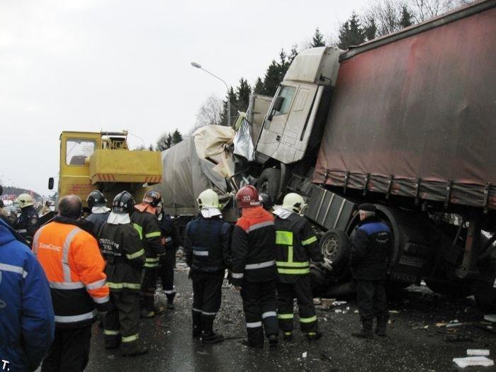 Страшная авария около Зеленограда (18 фото)