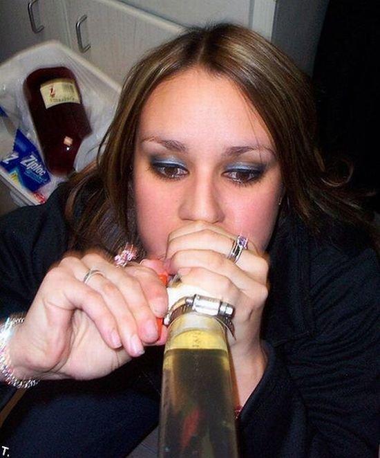 Девушки пьют пиво (51 фото)