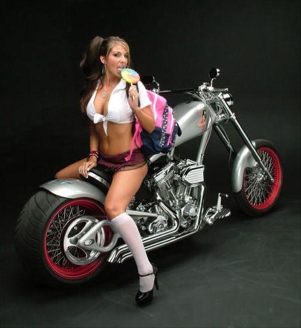 Секси девушки и мотоцикл
