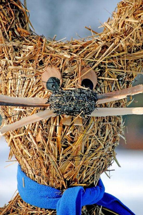 Скульптуры из сена (24 фото)