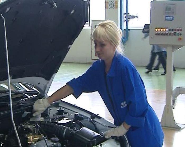 Девушки с российских автозаводов (17 фото)