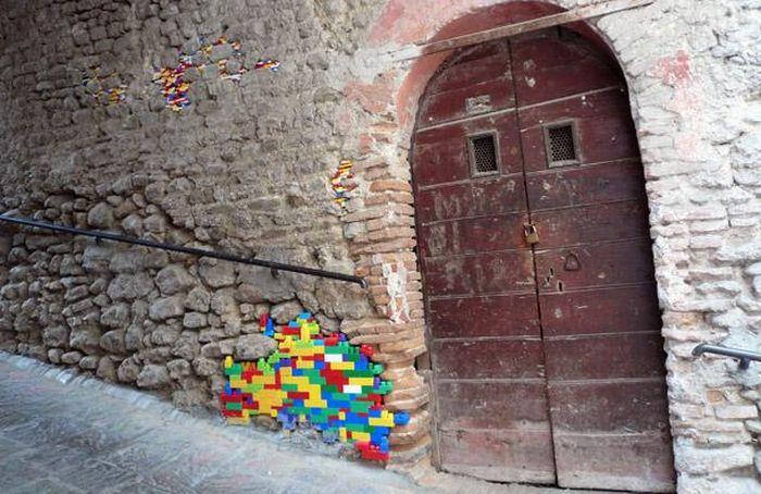 Ремонт с помощью Lego (12 фото)