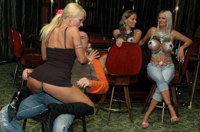 Эротическое шоу в казино (22 фото) НЮ