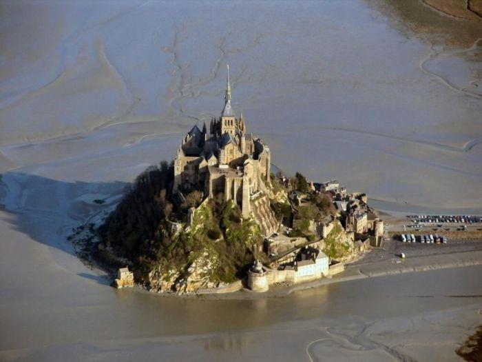 Мон-Сан-Мишель - город на озере (14 фото)