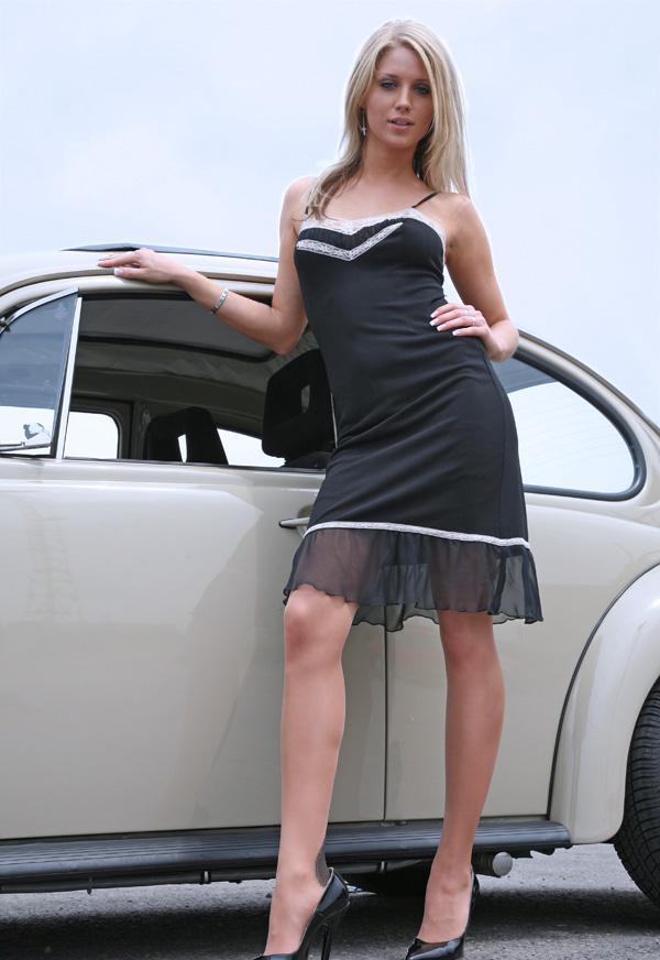 Красивые девушки и ретро-автомобили (53 фото)