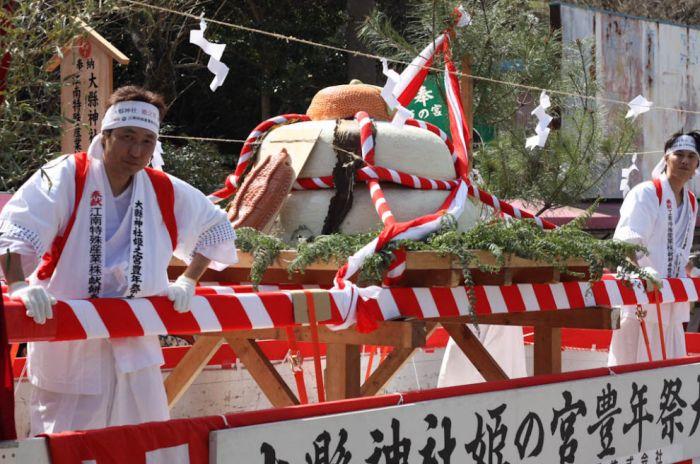 Японский фестиваль пенисов (18 фото)