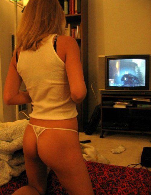 Девушки и видео игры. Часть 2 (23 фото)