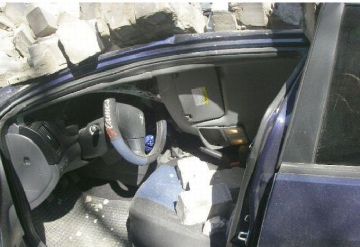 Питерские автомобили, убитые кирпичами (7 фото)