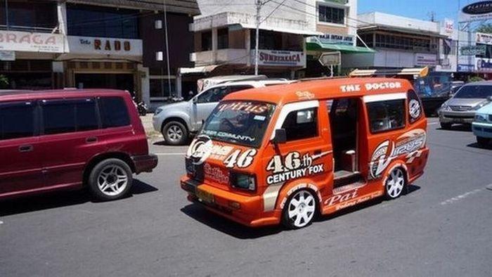 Необычные автомобили в Индонезии (28 фото)