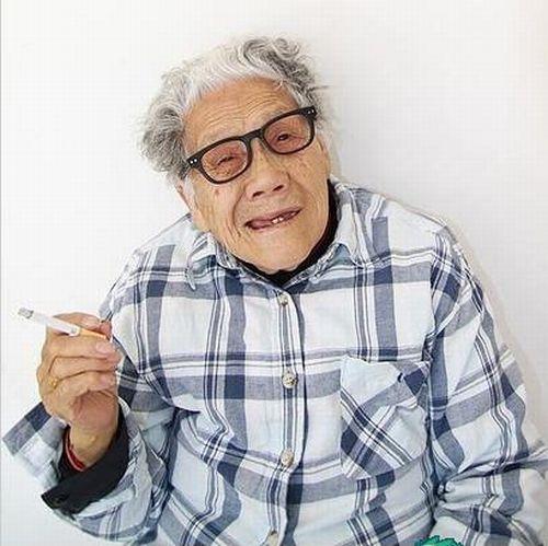 Крутая бабуля из Китая (10 фото) / фото приколов и фото юмор / biggik