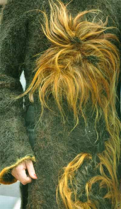 Платье из одного миллиона метров человеческих волос (11 фото)