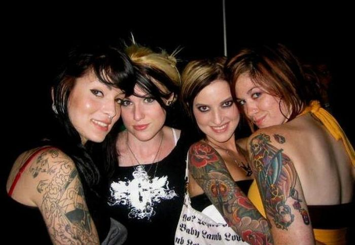 Сексуальные девушки с татуировками (97 фото)