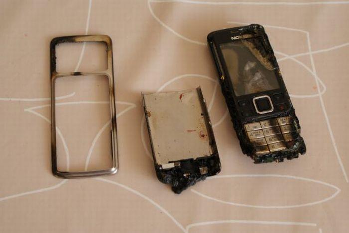 Не давайте своему 2-летнему сыну играться с мобилкой (4 фото)