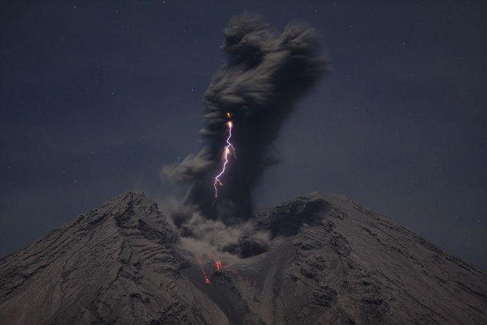 Потрясающие фотографии вулканов (36 фото)