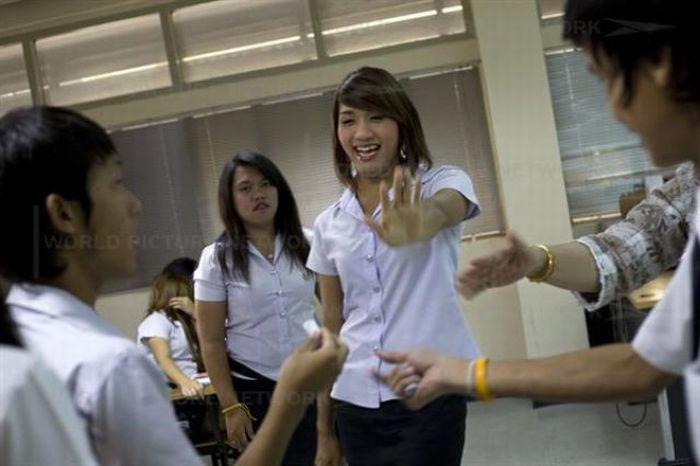 Студенты-транссексуалы в Таиланде (18 фото)