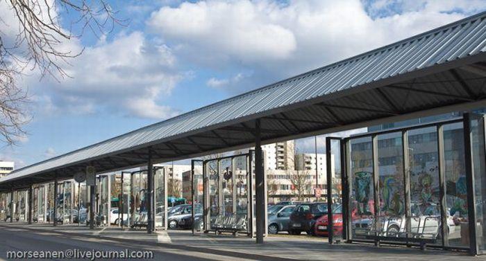 Странная автобусная остановка (19 фото)