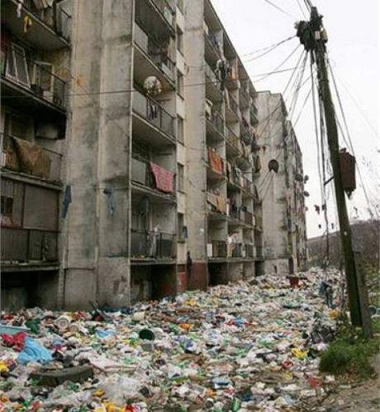 Как живут восточно-европейские цыгане (10 фото)
