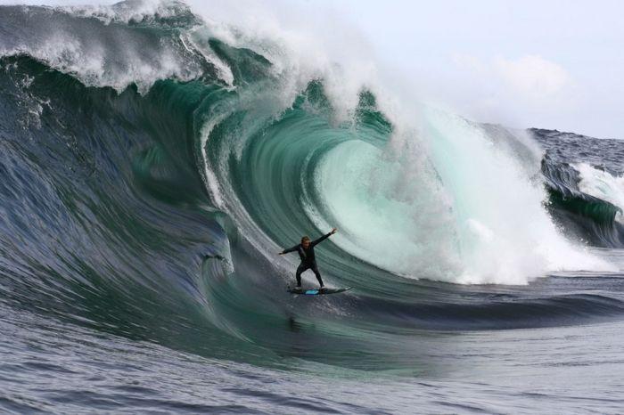Гигантские волны (15 фото)
