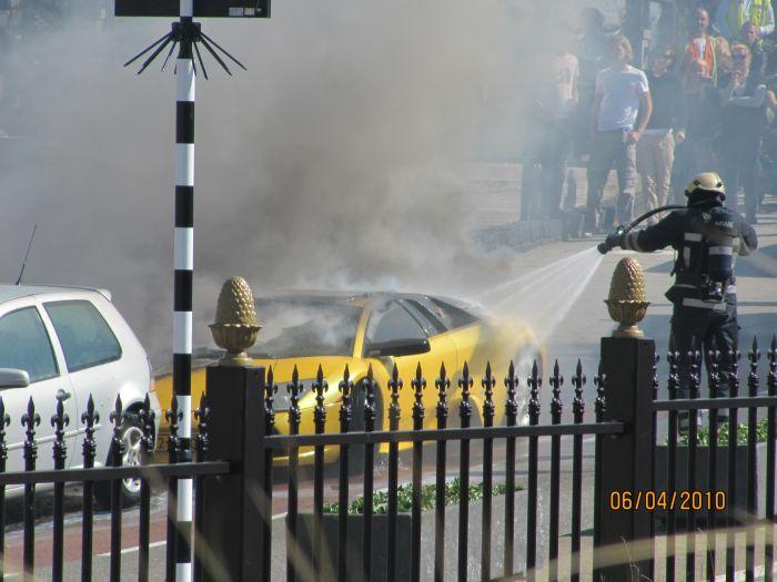 Сгоревший Lamborghini (13 фото)