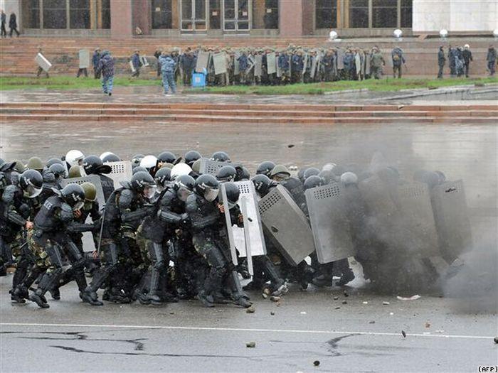 Гражданская война в Киргизии (26 фото)