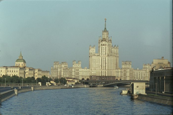 http://ru.trinixy.ru/pics4/20100409/moskow_43.jpg