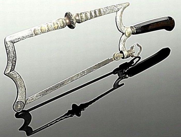 Старинные хирургические инструменты (21 фото)