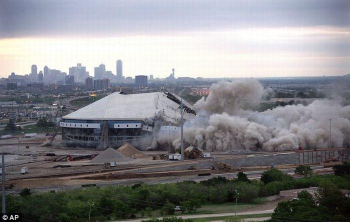 Разрушение стадиона в Техасе (10 фото + видео)