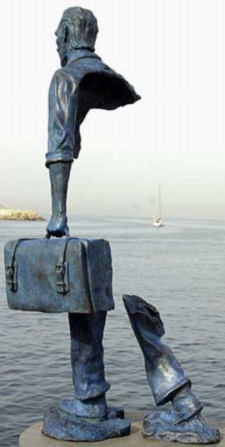 Необычные французские статуи (13 фото)