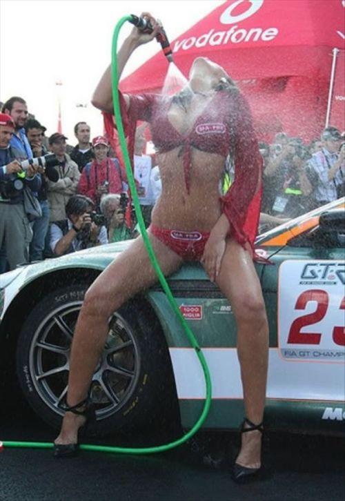 Сексуальные автомойщицы (53 фото)