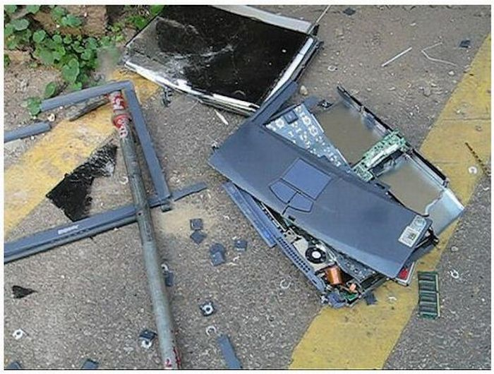 Убитые ноутбуки (15 фото)