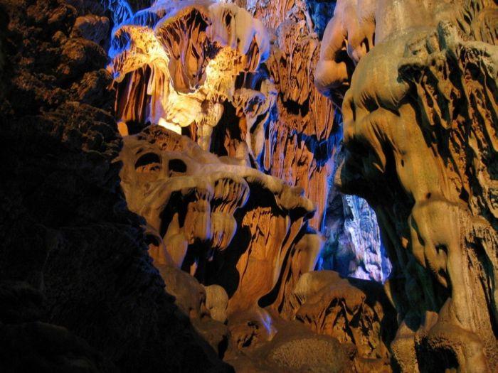 Пещера тростниковой флейты (31 фото)