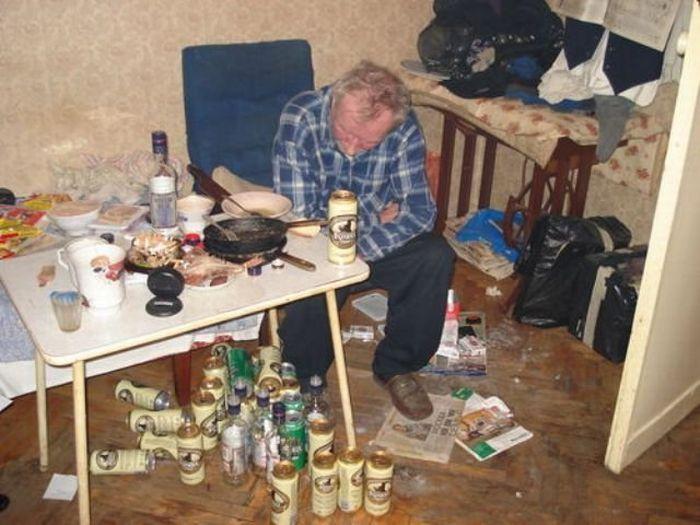 В гостях у алкоголиков (20 фото)
