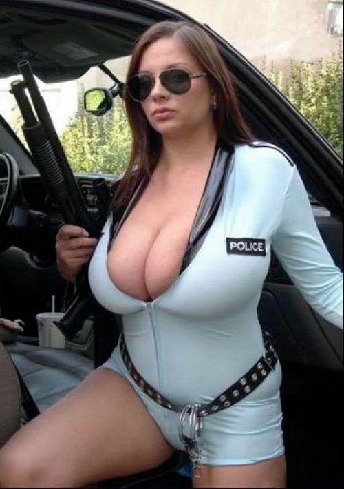 Красивые девушки в униформе (40 фото)