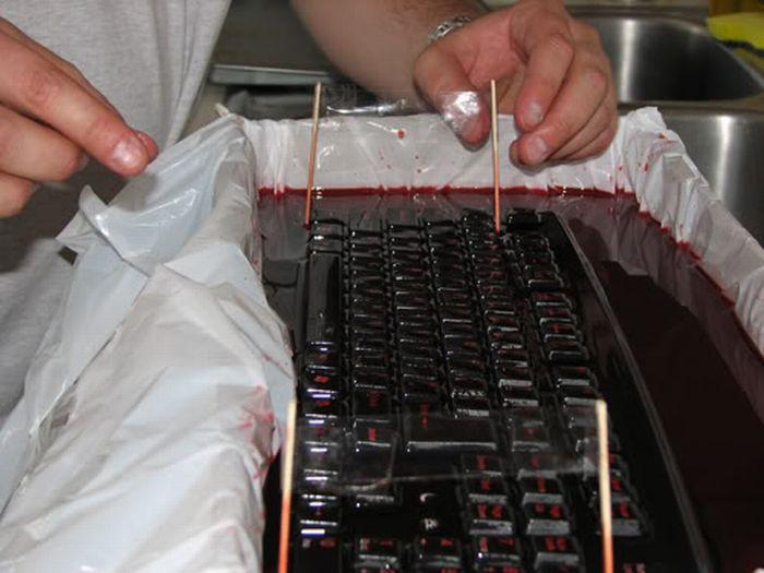 "Офисный прикол ""Клавиатура в желе"" (20 фото)"